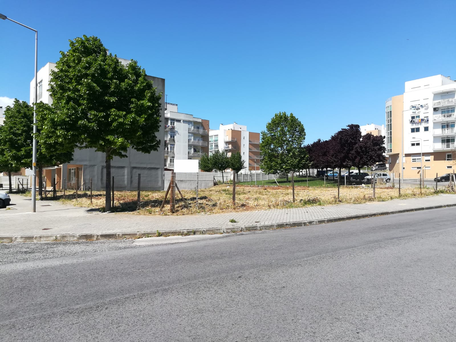 2 Lots of land 800 m 2, for construction of 2 buildings with construction area of 3,221, 40 m 2