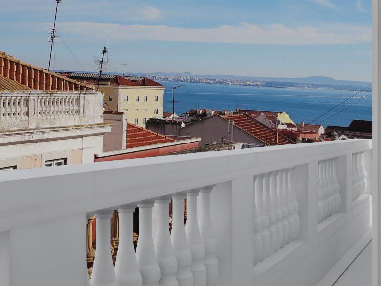 2 BEDROOM APARTMENT WITH RIVER VIEW IN LAPA, LISBON