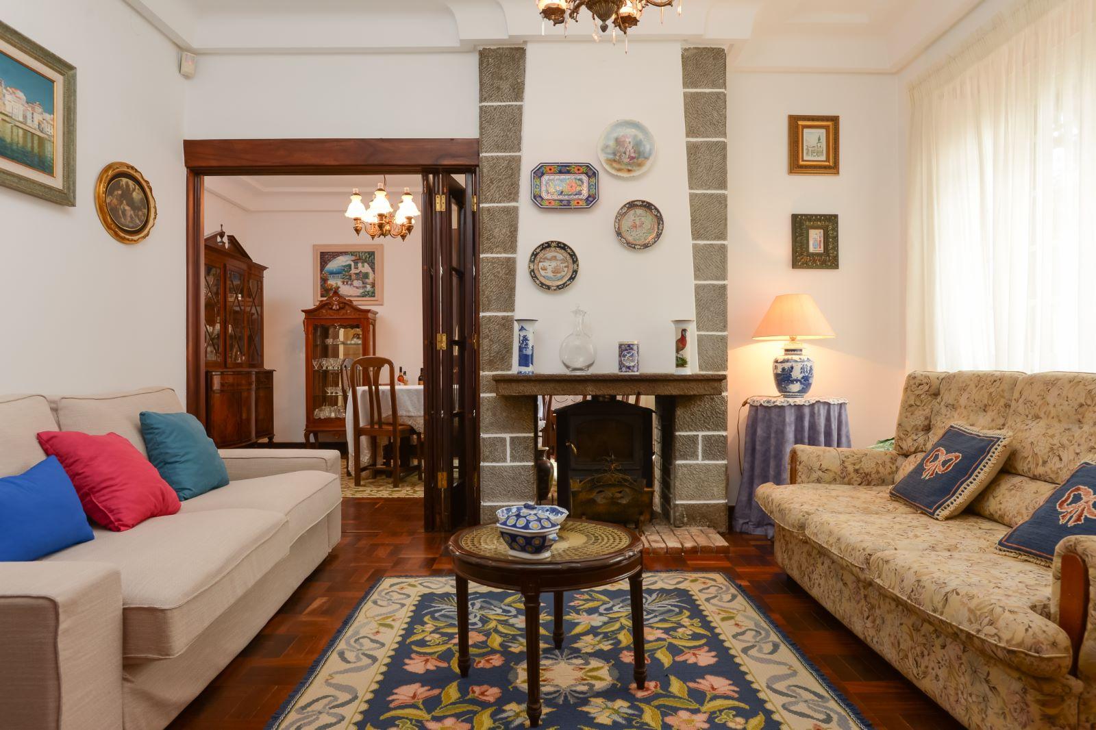 5-BEDROOM VILLA WITH GARDEN IN SANTO AMARO DE OEIRAS