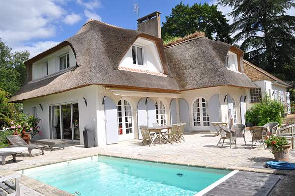 LUXURY VILLA IN GOLF CONDO NEAR PARIS