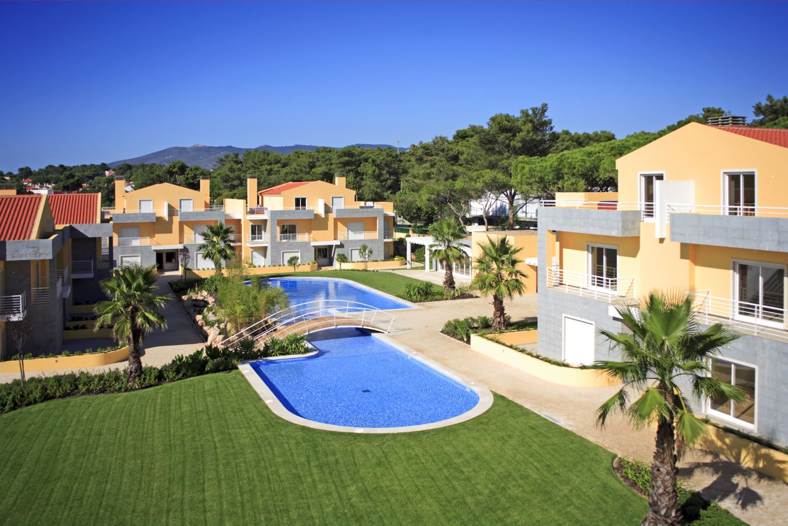 DUPLEX 4 BEDROOM APARTMENT WITH TERRACE AND JACUZZI, IN CASCAIS
