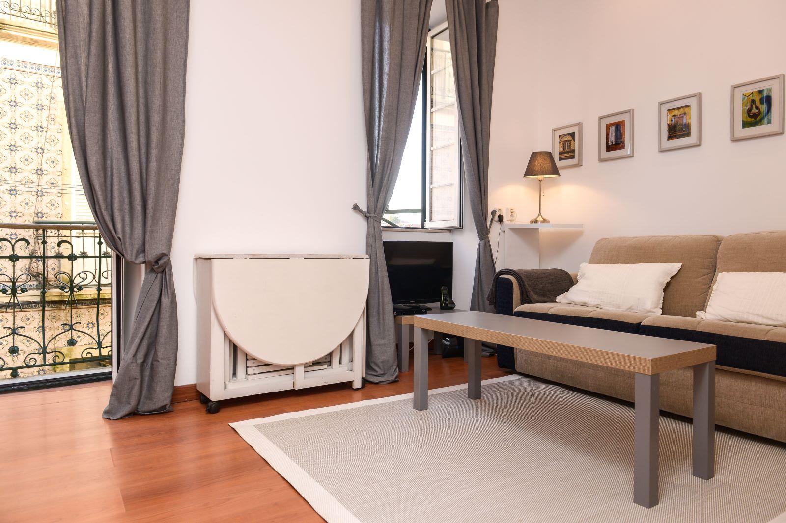 1 BEDROOM APARTMENT TOTALLY REFURBISHED IN GRAÇA, LISBON