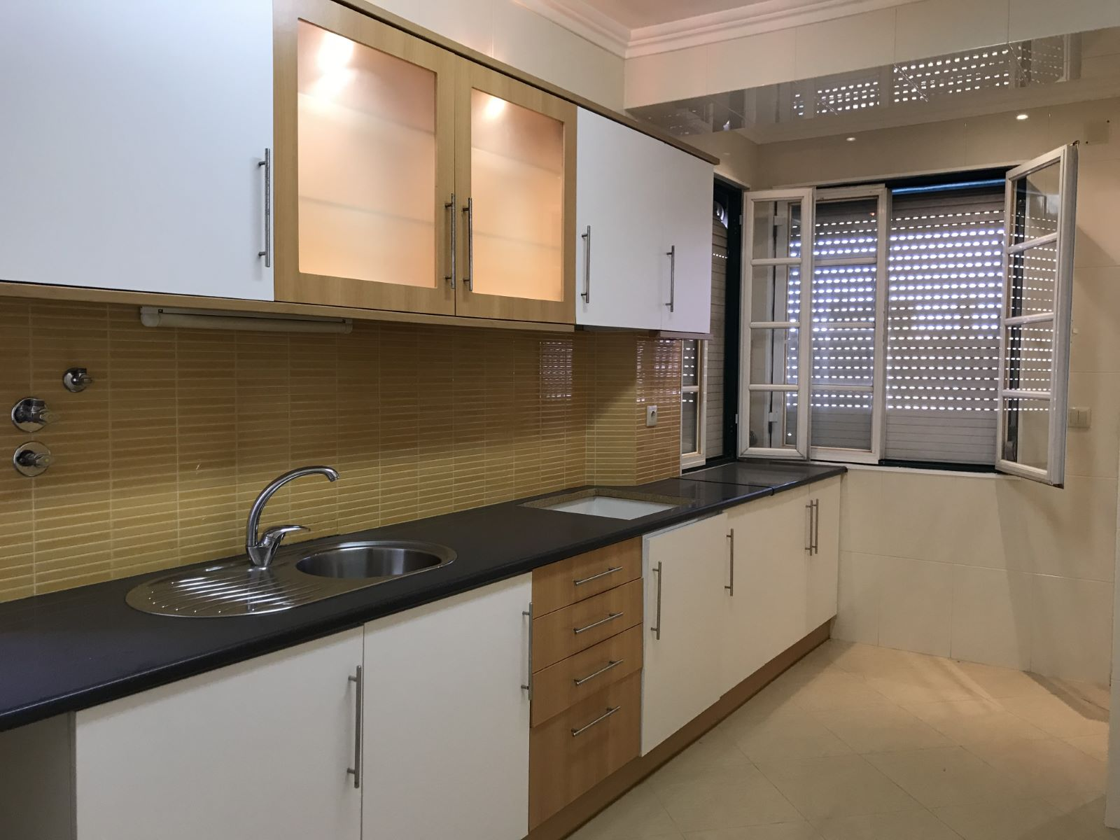 2-BEDROOM APARTMENT TO RENOVATE IN OLAIAS, LISBON