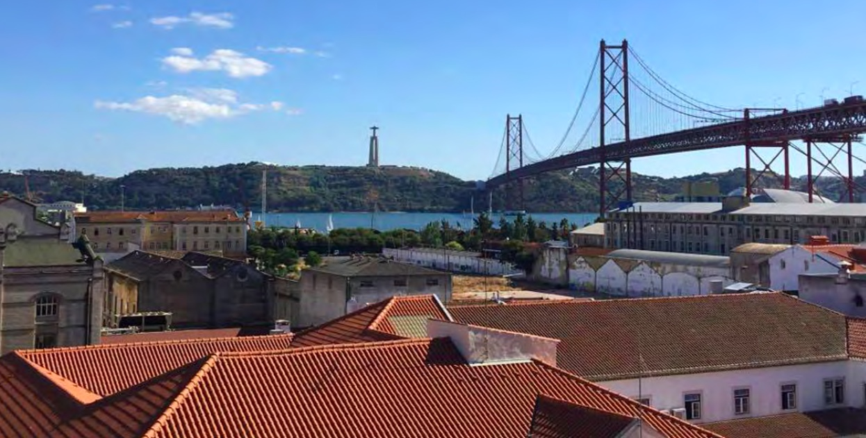 DUPLEX 3-BEDROOM APARTMENT WITH RIVER VIEW IN ALCÂNTARA, LISBON
