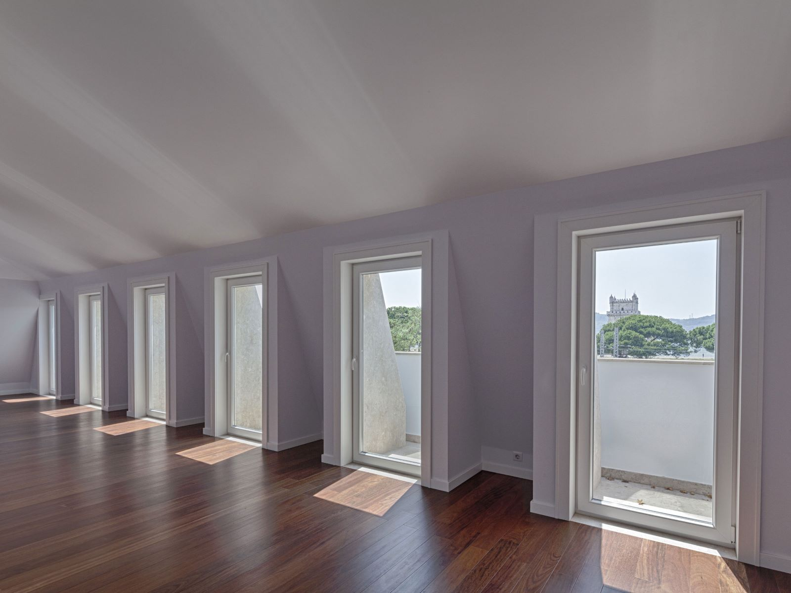 3 BEDROOM APARTMENT WITH BALCONY AND RIVER VIEW, IN BELÉM, LISBON