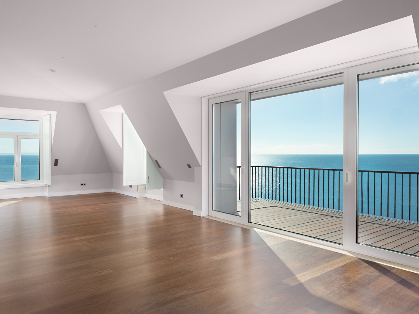 4 BEDROOM APARTMENT WITH SEA VIEW, IN S. JOÃO DO ESTORIL