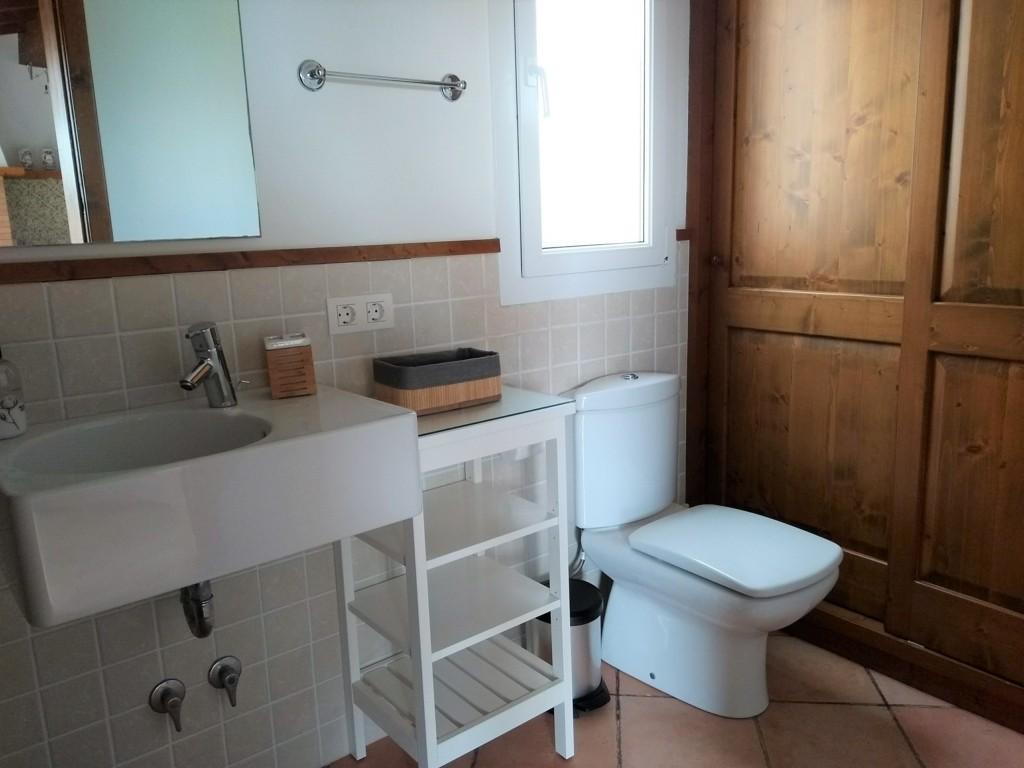 Chalet for sale in Son Blanc Ciutadella -bathroom annex