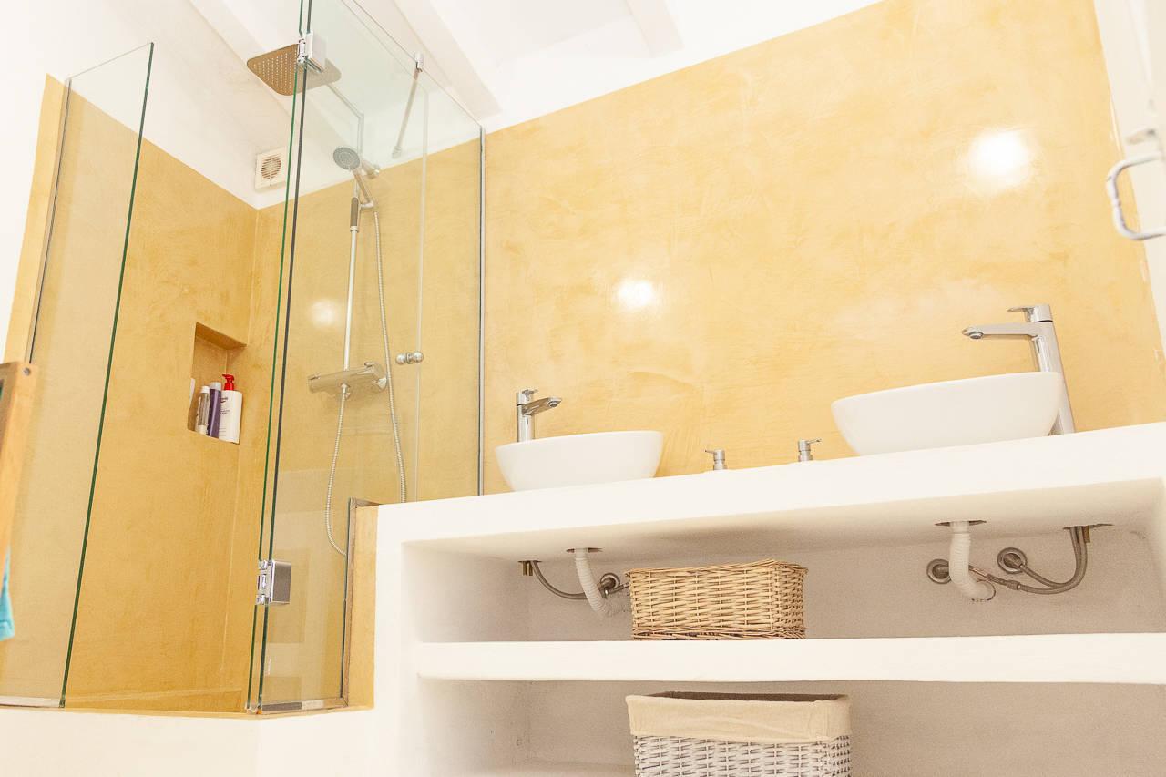 Maison au centre de Mercadal_ suite de salle de bains