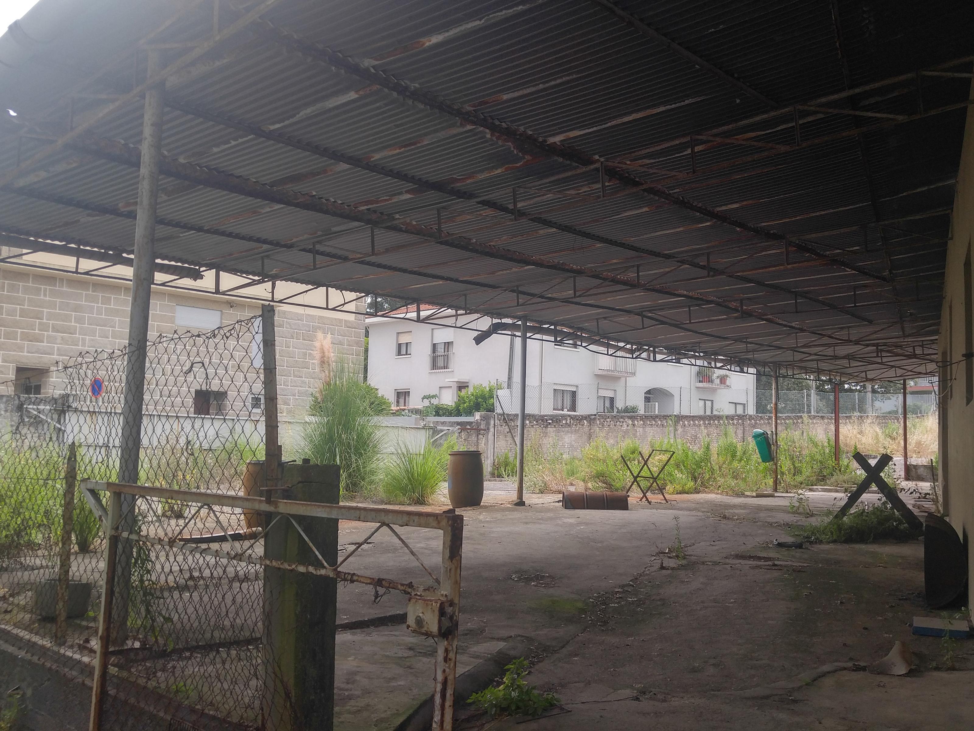 Todemolishorrebuild Land in Custóias, Leça do Balio e Guifões –