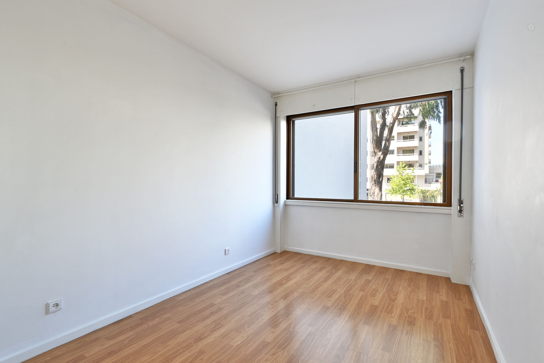Remodelled Apartment in São João Bosco –
