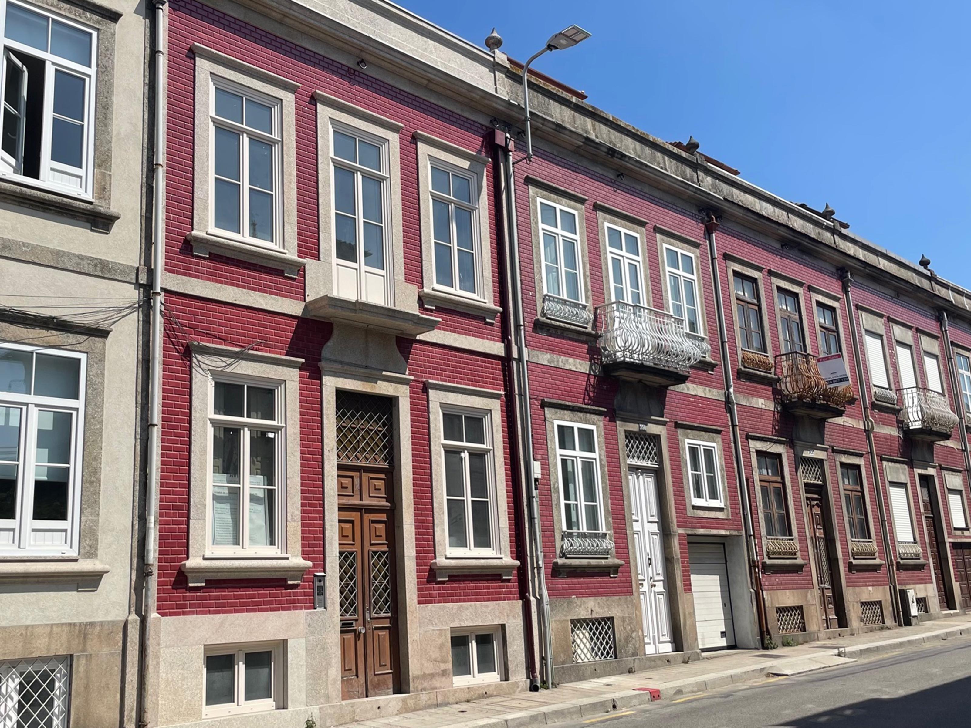 New Building in Praça Velasquez – 424 m²