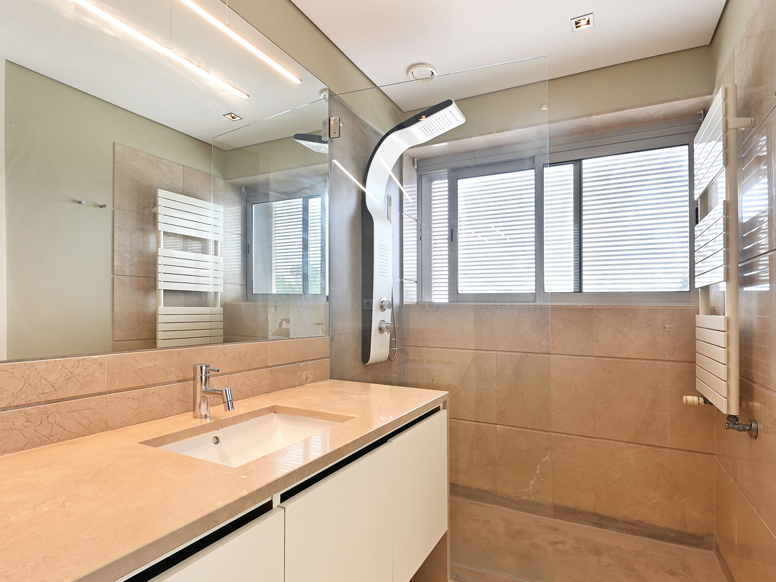 Used Apartment in Mafamude e Vilar do Paraíso – 185 m²